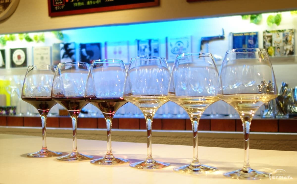 6つのワイングラス