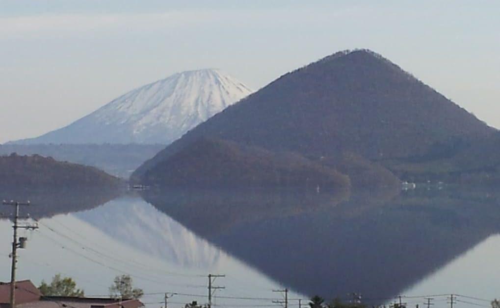 洞爺湖に写る羊蹄山