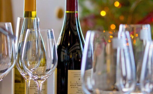 ワインボトルとワイングラス